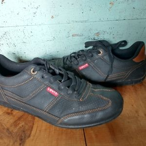 Levi's tennis shoes women's 9 barely worn